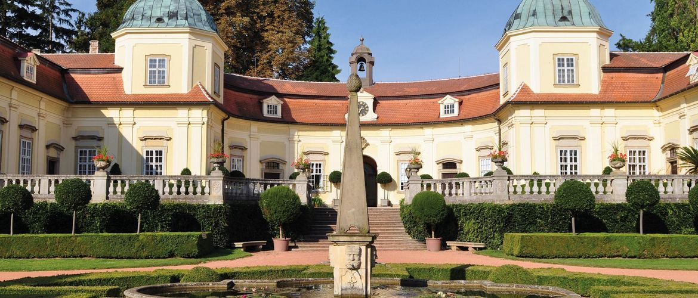 Schloss Buchovice iStock125558443 web